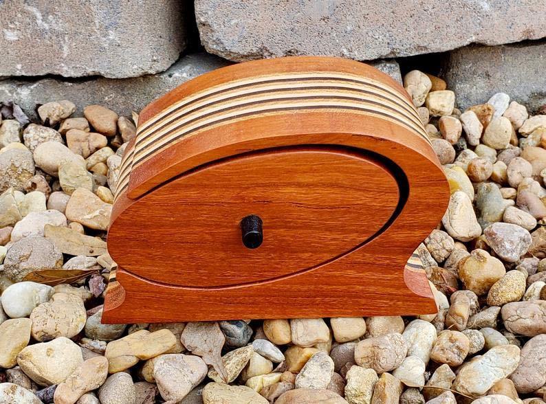 Wooden Chicago-Style Keepsake Box